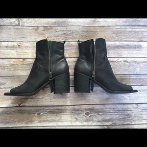 Black Lucky Brand boots Sz 9